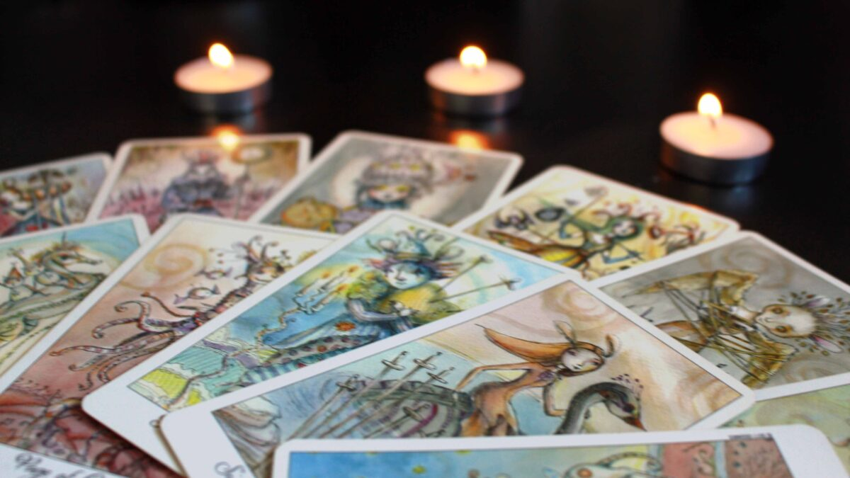 Learn how to find the online tarot card reading platform